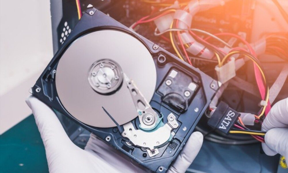 Guide on hard drive connecting